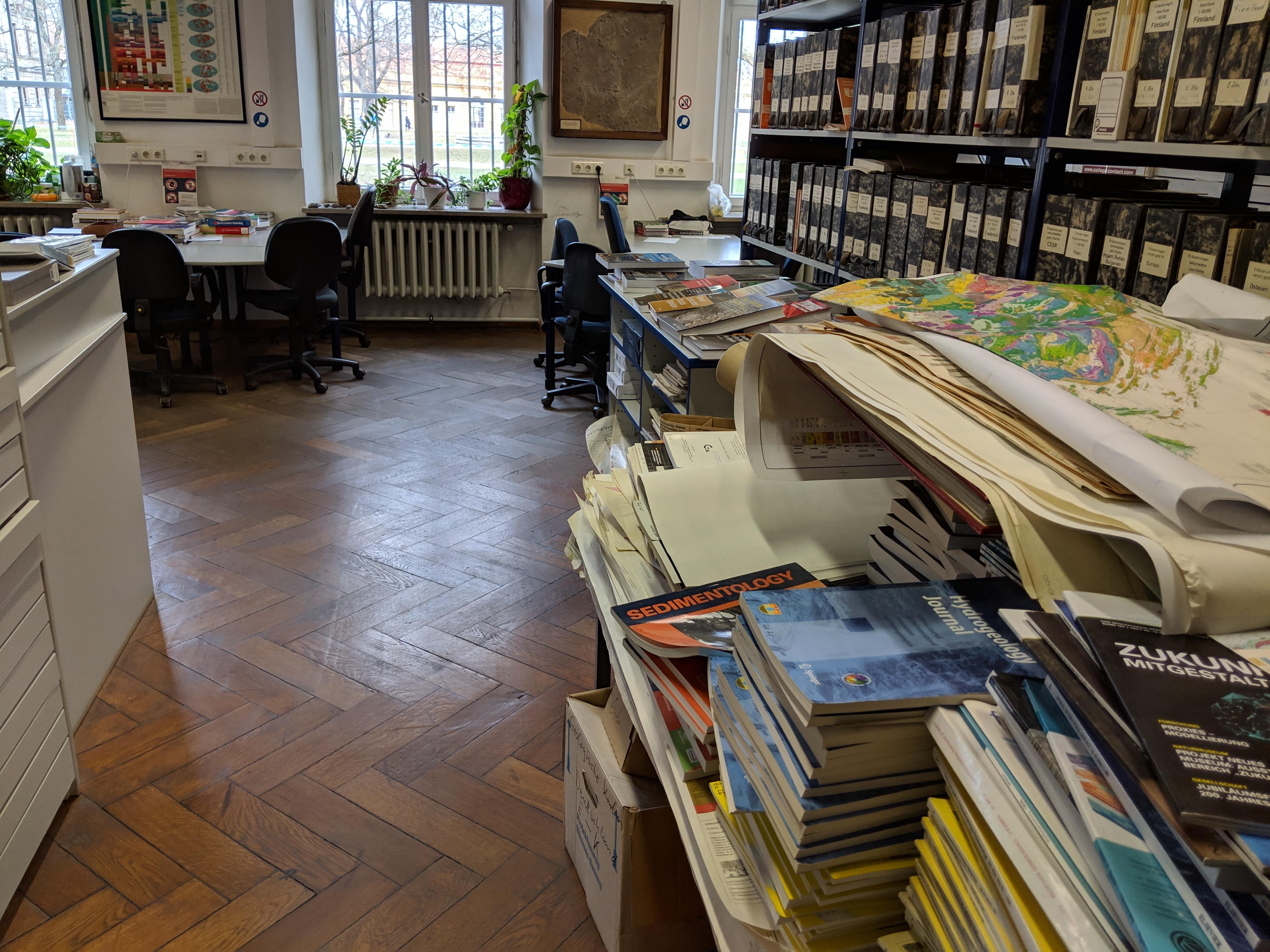 Überfüllte Bibliothek