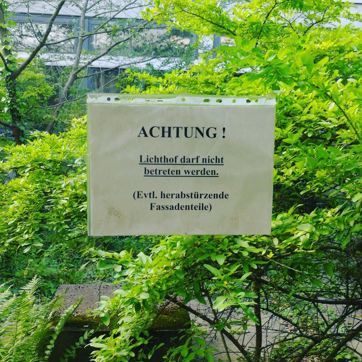 Warnung vor Fassadenteilen